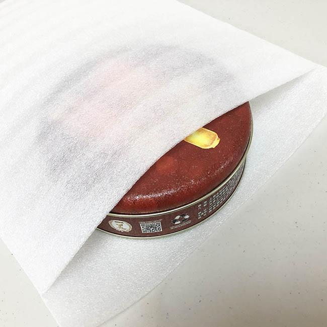 EPE 舒美布袋 又稱 EPE袋、珍珠棉板 、 舒服多 、 珍珠棉 、EPE珍珠棉、舒美布。由於單純珍珠棉材料是非常容易破裂,所以需要在珍珠棉上增加一層PE膜,增加拉伸性能及抗撕裂性能。達到保護產品功能,是個很好的包裝材料。