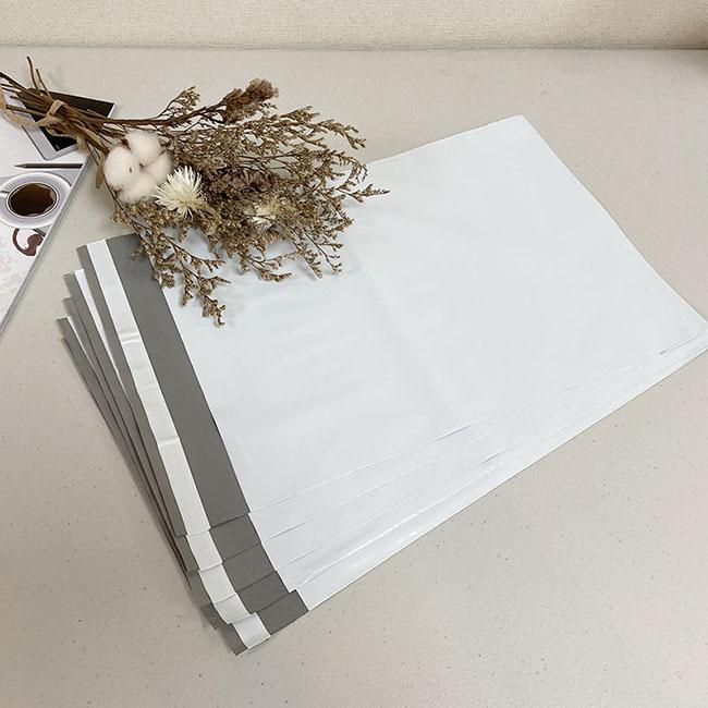 物流快遞袋-破壞袋【24x16cm】 破壞封口 破壞袋又稱物流袋、快遞袋、為了保證袋子的保密性,在袋子的開口自黏部分,採用了特級的黏膠,一旦封口黏上後,需破壞性的撕開缺口才可開啟,故稱破壞袋。具有不透光的密封性使其擁有保密性質,且防水、耐重性佳,比一般的包裝袋耐用。