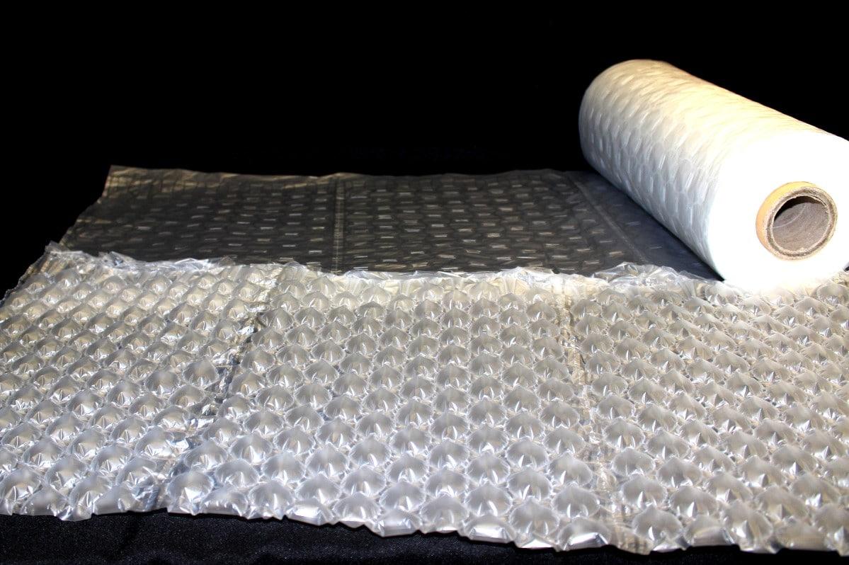 緩衝包裝材料傳統氣泡布-改良後的強力氣泡紙具有吸震效果,覆蓋範圍廣,強力氣泡布最大的方便性不用剪用手撕,能快速提供良好緩衝效果給裸裝商品的包裝。緩衝材料 強力氣泡布款式多,適合各種商品的包裝與填充箱內空隙,製作也非常簡單,只需要搭配 緩衝氣墊機 在家、工廠、辦公室就能自己做氣泡袋與氣泡布。