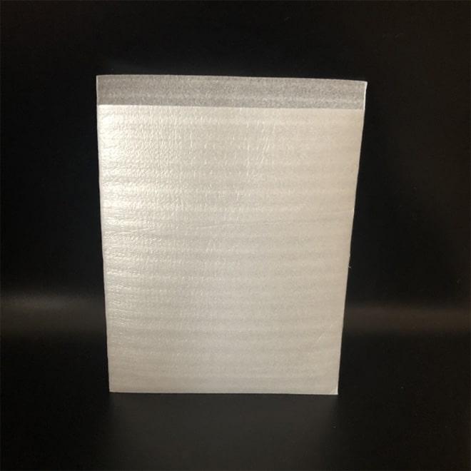 EPE ( 珍珠棉 、 舒美布 ) 常見的包裝材料有:3C、水果、五金、EPE珍珠棉袋EPS(保麗龍) 。常見的包裝材料有:瓶罐類、家電類、食品、填充包裝 ( 乖乖粒 )。消費者的要求越來越高,包裝產業也不斷創新由傳統包裝進階各類的緩衝材包裝。緩衝材包裝有:氣柱袋、氣泡柱、泡泡袋、發泡袋、水果袋、 袋中袋 。