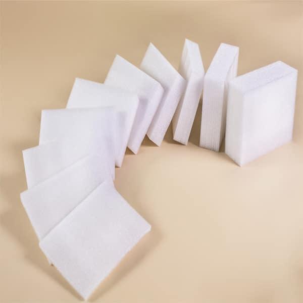 EPE包裝材料的種類 : EPE珍珠棉 、 珍珠棉袋 、 泡泡粒 、 珍珠棉板 。珍珠棉或珍珠棉袋的特性:質輕柔軟,無臭無毒,耐衝擊性,保護產品給予足夠的緩衝和表面保護。 泡泡粒的特性 :不易破損,可填塞較細小的縫隙,易用於外觀複雜的產品保護。