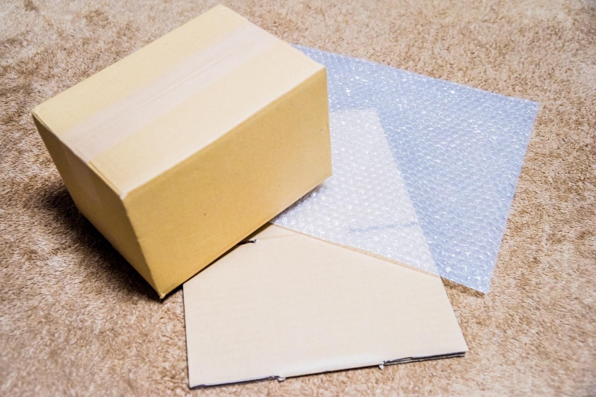購買包裝材料需要找固定的廠商合作嗎?當我們在選購商品時,最容易受到以下三種因素的影響,去判斷商品的好壞,包裝材料 亦然。 1.包材價格因素 、 2.包材品質因素 、 3.包材交期因素。以上述三點因素探討,包裝材料擁有穩定的合作廠商是必須的,若每次的廠商都不同,不僅會影響到商品成本。祥昊包裝保證能夠做到以上三點。