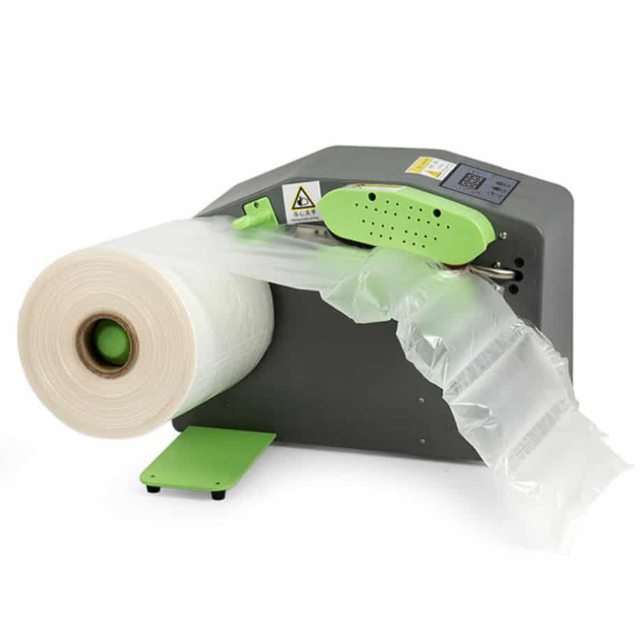 緩衝氣墊機推薦 、 設備功能介紹 、 比較 、 價格 。 桌上型緩衝氣墊製造機 是一台可以透過設備輕巧又快速的 製造氣墊填充袋,主要的尺寸膠膜分為2大類《40cm》與《20cm》高,當然市場上各家的 膠膜配方 也不一樣。桌上型 緩衝氣墊製造機 一開始是由美國FP公司研發製造( MINI PAKR ),也帶領了21世紀的包裝技術更上一層樓。