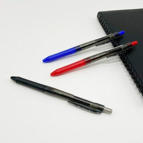 利百代 65ZA 原子筆 Pic Knock自動原子筆 0.7mm,讓極致滑順的流暢書寫帶動文思,如清泉湧出,不絕如縷。這款筆外觀素樸簡潔,卻蘊含人體工學奧義,讓書寫者好握、好寫、不累;筆觸滑順流利,墨水濃度適中,筆筆清晰俐落,讓您從此愛上手寫,成為不折不扣的「字戀狂」。