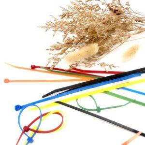 尼龍束帶 介紹 尼龍束帶 也稱束帶、紮線帶、尼龍束帶, 束線帶 是一種緊固件,可將物件固定。由於成本低、易於使用,因而也常被用於其他用途。製造索帶的物料主要是塑膠,也有金屬製品,以適應各種情況、環境的需要。大部份索帶的設計都為一次使用,即在收緊後就不能在不破壞(切斷或剪斷)的情況下解開